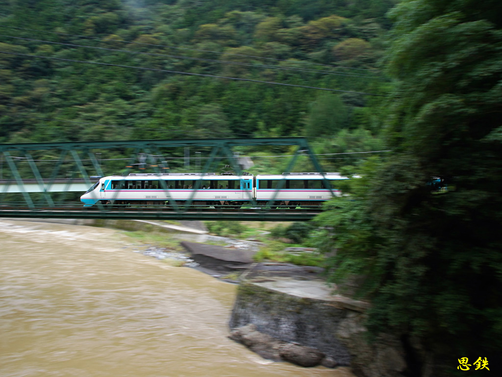 小田急壁紙写真濁流の酒匂川を渡るrse20000系あさぎり流し撮り
